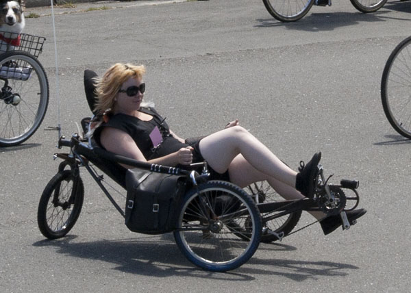 Three wheeled reclining cycle